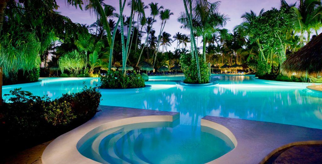 El Hotel consta de 10 piscinas al exterior
