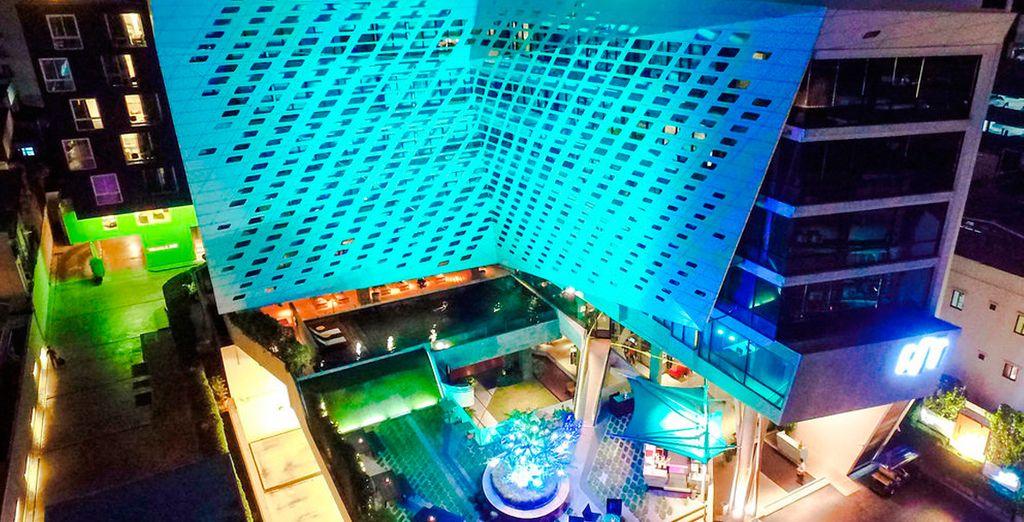 Para tu estancia opcional en Bangkok, alójate en el LiT BANGKOK Hotel 5*