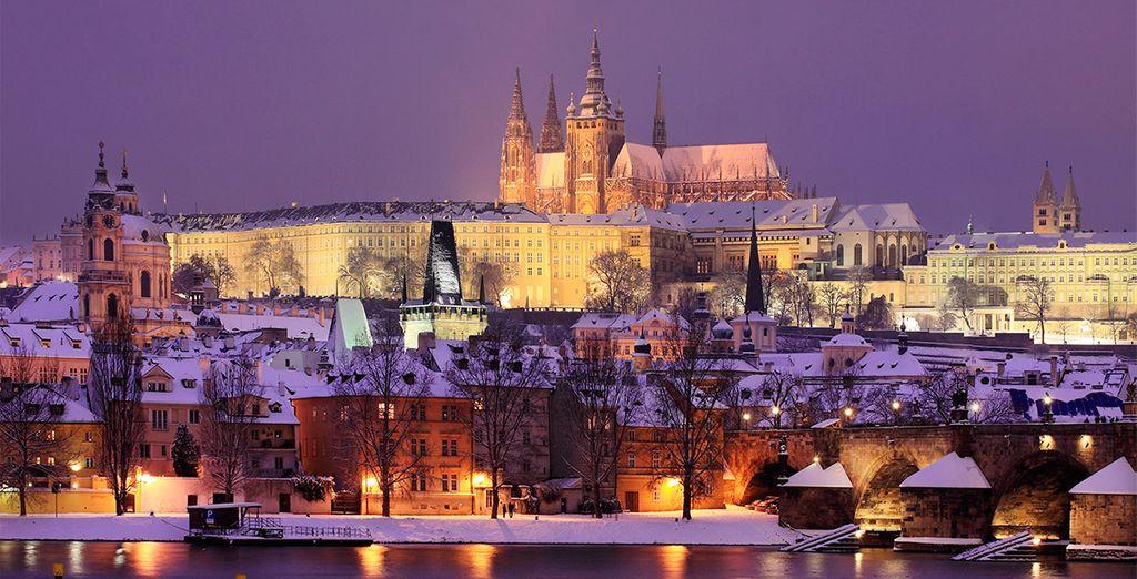 Si viajas en los meses de invierno, podrás ver la ciudad nevada y mercadillos navideños