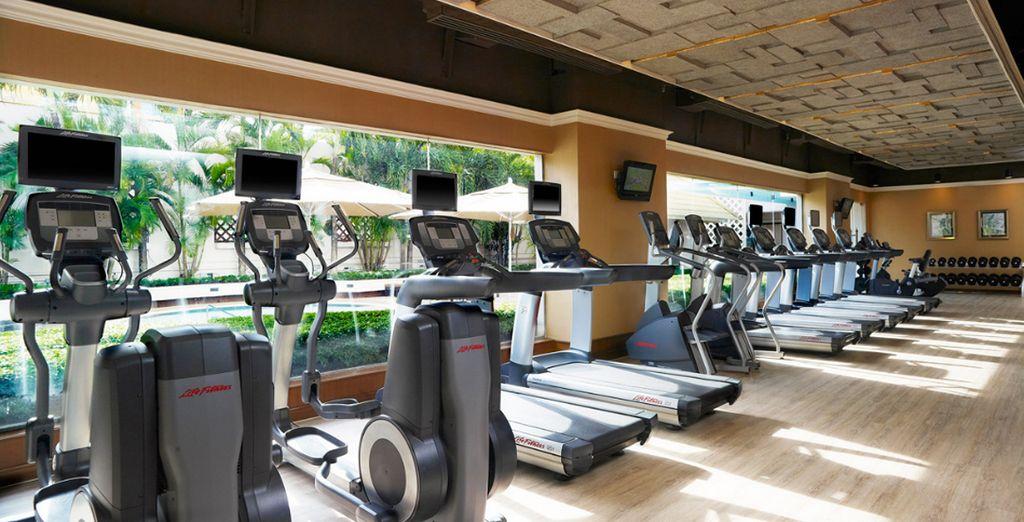 Mantengase en forma en el gimnasio del hotel