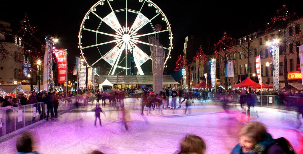 Disfrute patinando sobre el hielo en la Plaza de Saint Catherine