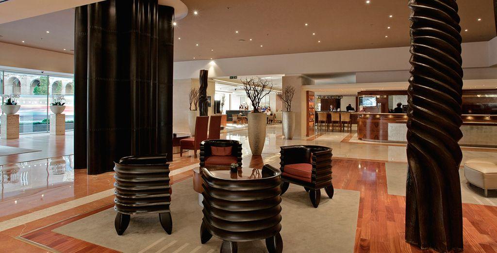 Un hotel moderno y sofisticado