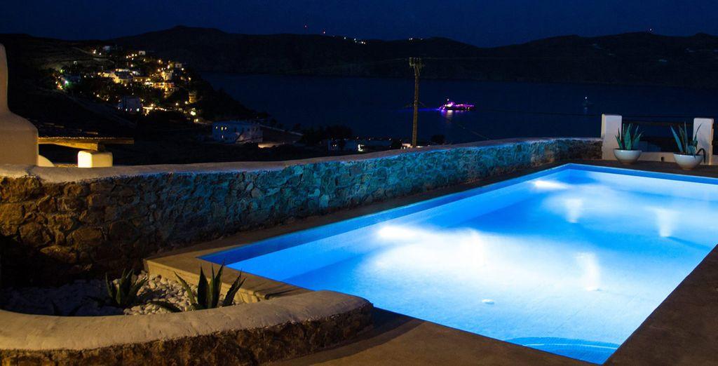 Admire los atardeceres junto a la piscina