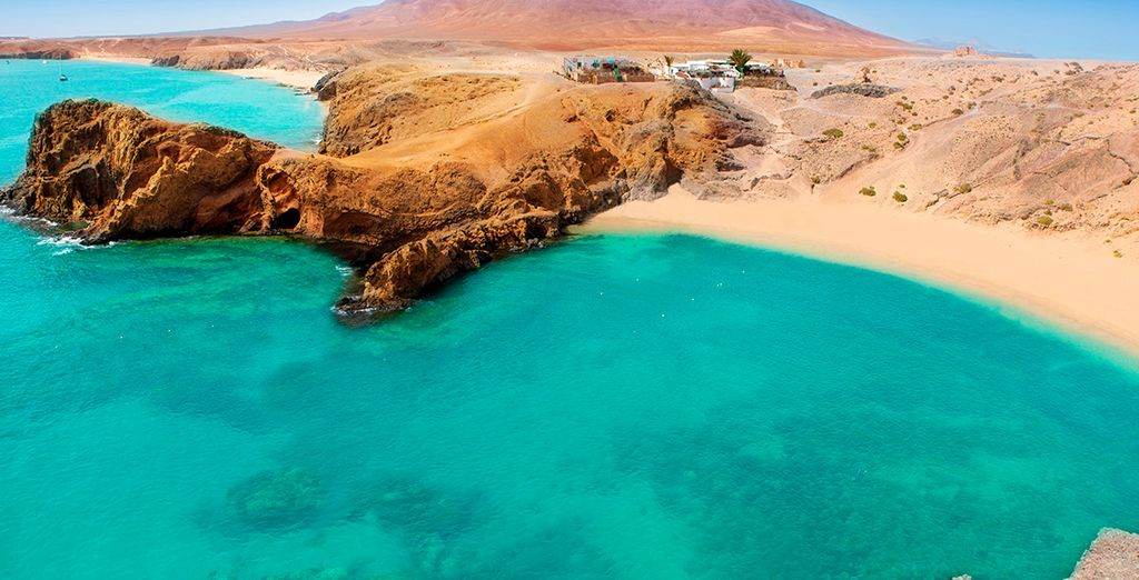 Lanzarote cuenta con un gran número y variedad de playas, repartidas a lo largo de todo el litoral de la isla