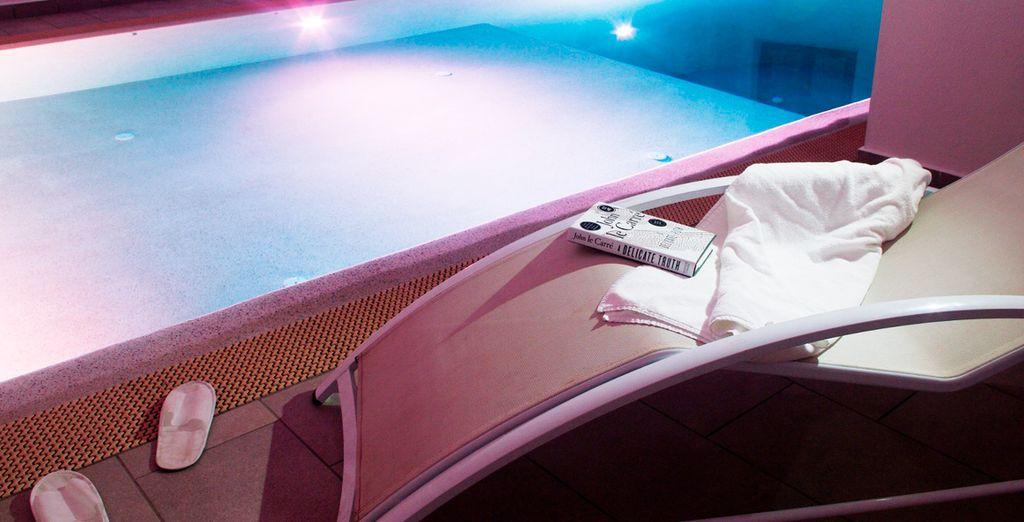 Accede a la piscina cubierta y relájate del estrés diario