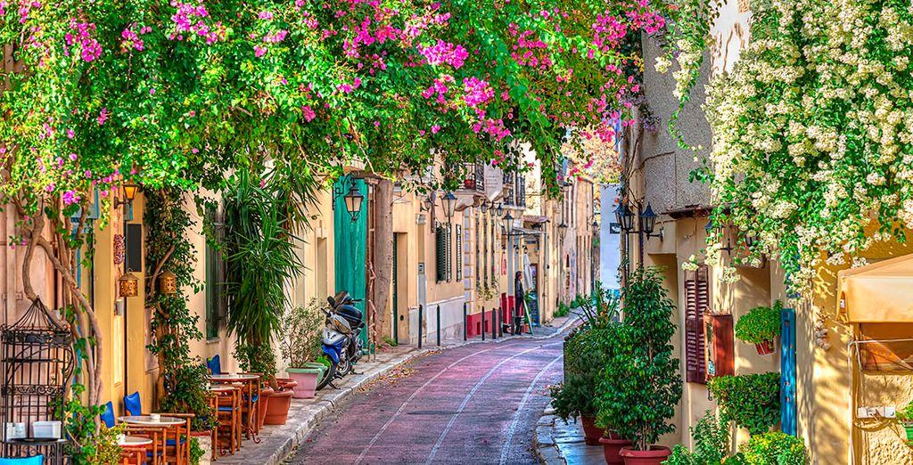 Pasee por las pintorescas calles de Atenas