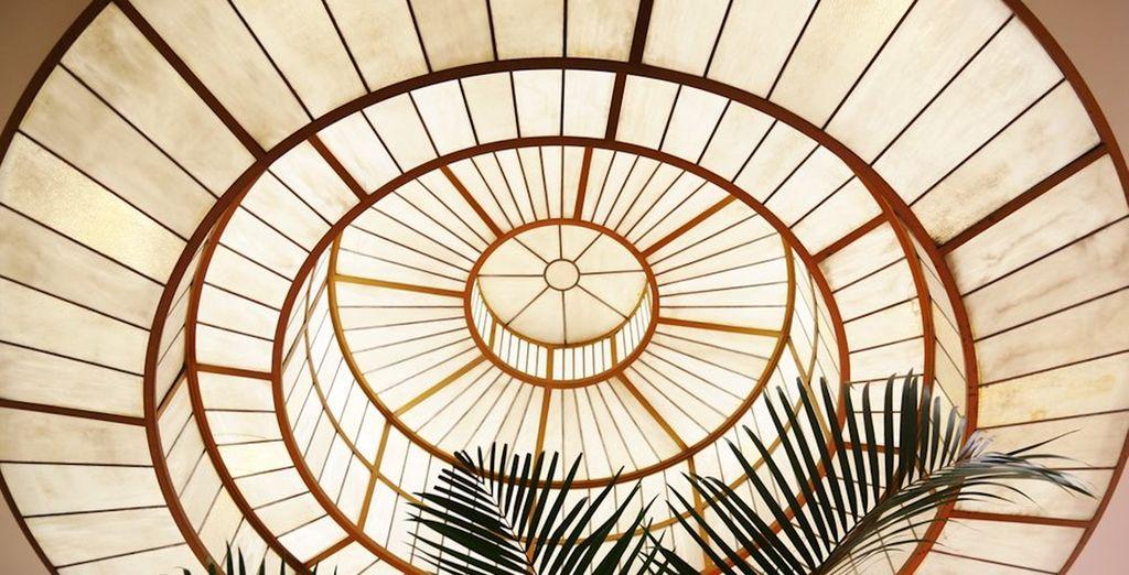 Con una gran cúpula acristalada que le transfiere mucho carácter