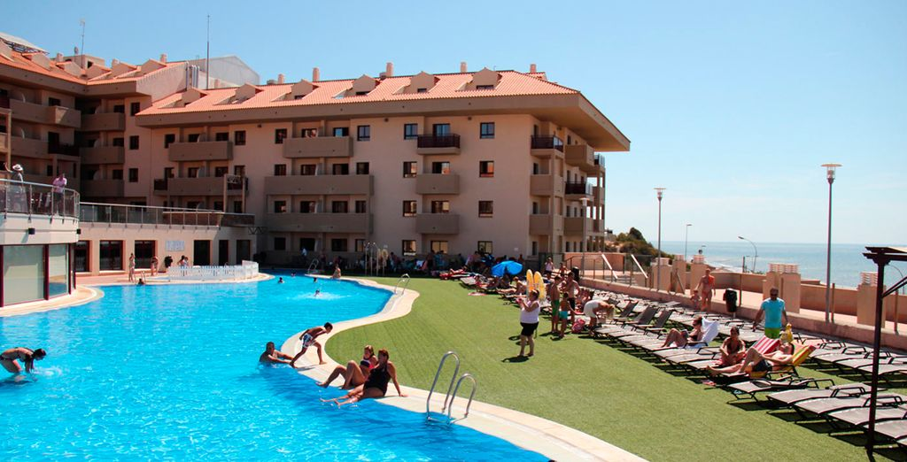Dése un baño en la gran piscina al aire libre