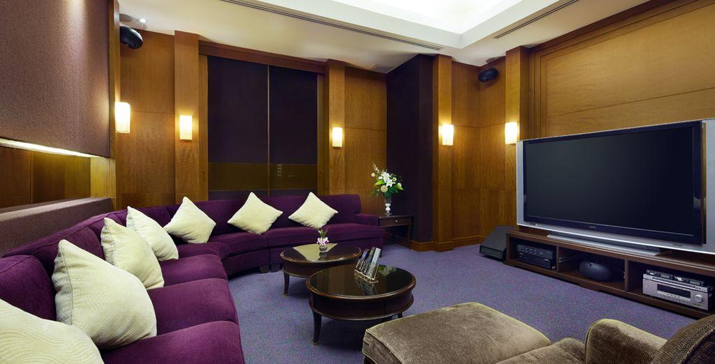 Relájese viendo la televisión o una película, Hotel Grande Centre Point