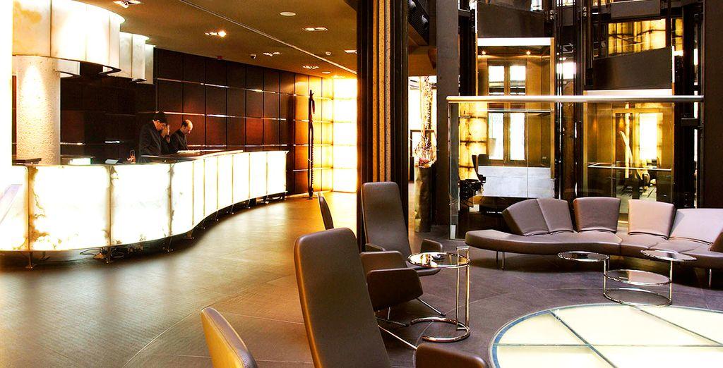 Dispone de 96 habitaciones y suites de diseño