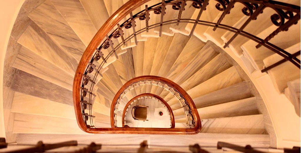 Vistas de la fabulosa escalera del hotel