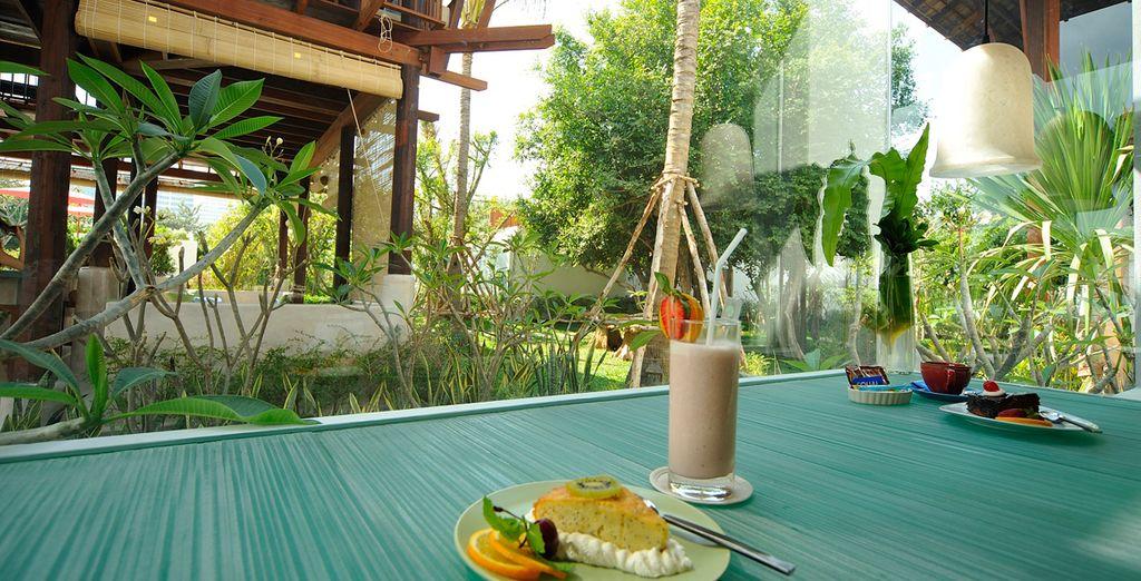 Disfrute de un buen desayuno en la terraza