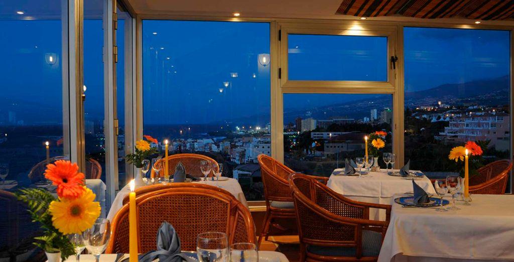 Deguste una cena con impresionantes vistas