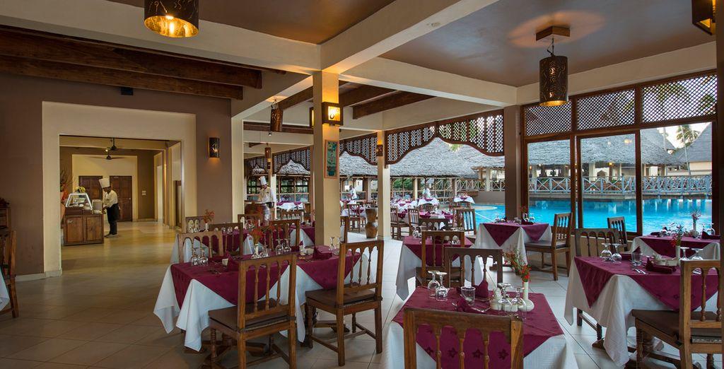 El complejo Neptune Pwani cuenta con 3 restaurantes