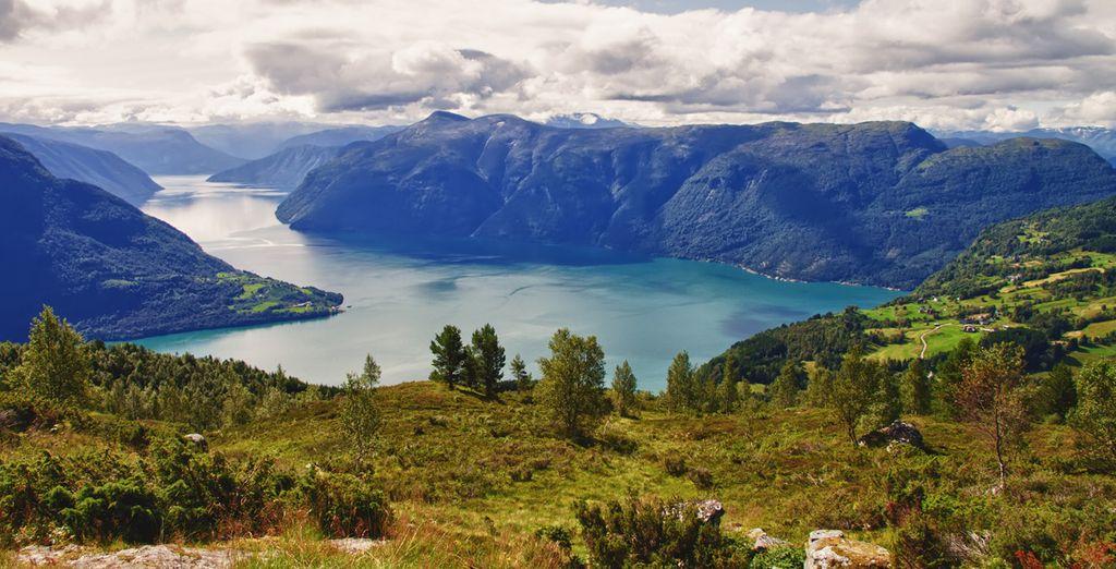 Un crucero le llevará por las aguas del Sognefjord