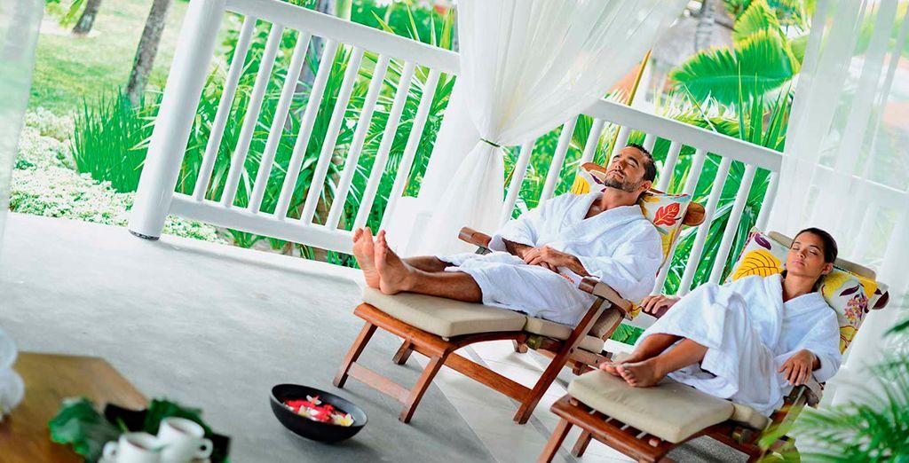 Goce del Spa con sauna, bañera de hidromasaje y salas de masajes