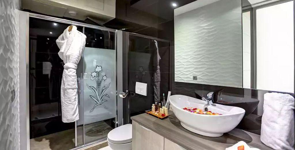 Con baño moderno y equipado al detalle
