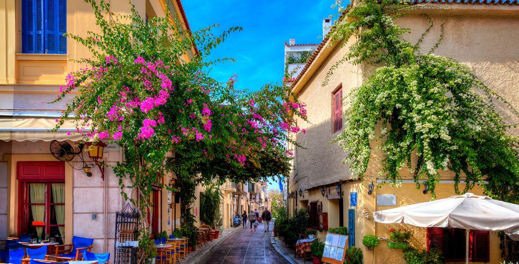 Pasee por el famoso barrio de Plaka de la capital griega