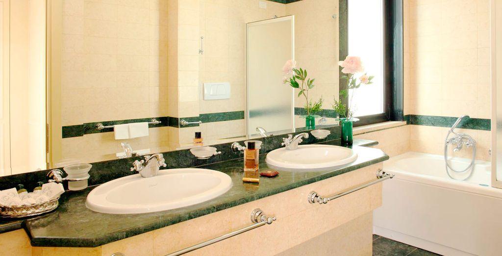 Con baño amplio y privado en la misma