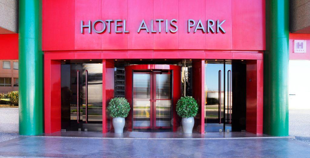 Colorida entrada al hotel
