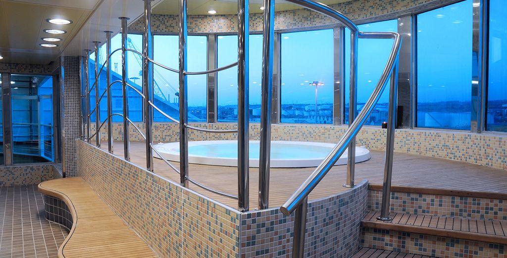 Situado en el puente 9, el wellness center de a bordo dispone de sauna, baño turco, jacuzzi...