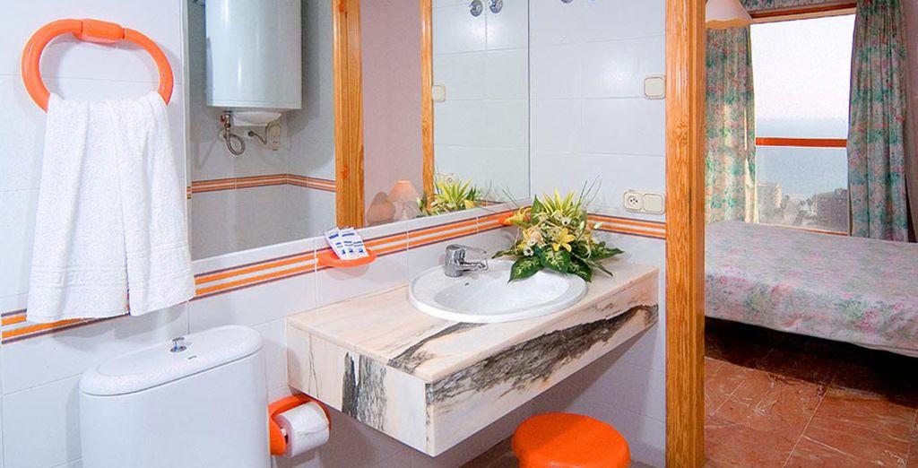 Con baño perfectamente equipado