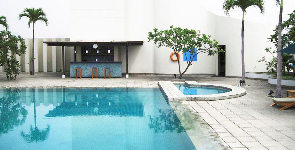 Un hotel con piscina en Jakarta