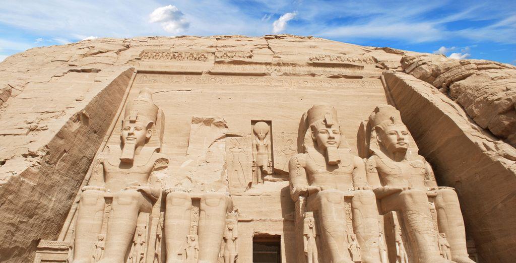 Como visita opcional, acérquese a Abu Simbel