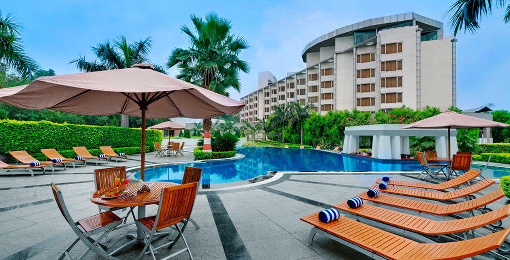 En Varanasi se alojará en el hotel Ramada Plaza JHV 5*