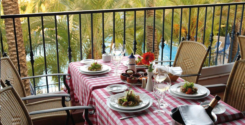 Aproveche la terraza del restaurante