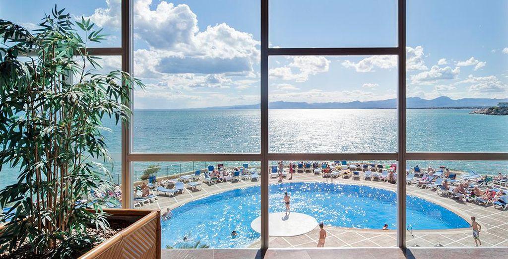 El Hotel Best Negresco se encuentra situado en primera línea de mar