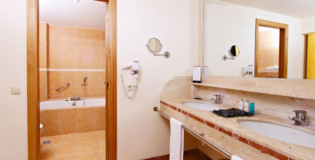 Un baño bien equipado completan su estancia