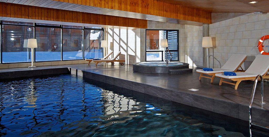 Relájese en la zona del Spa HG Wellness Center con piscina climatizada, jacuzzi, baño vapor,...