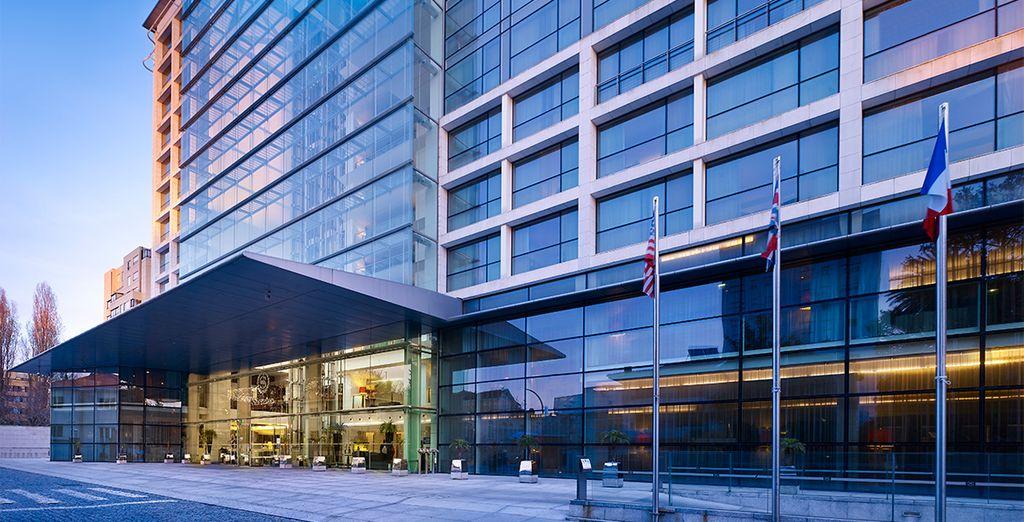 El hotel abrió sus puertas a finales del 2003, con un nuevo concepto de hotelería en la ciudad