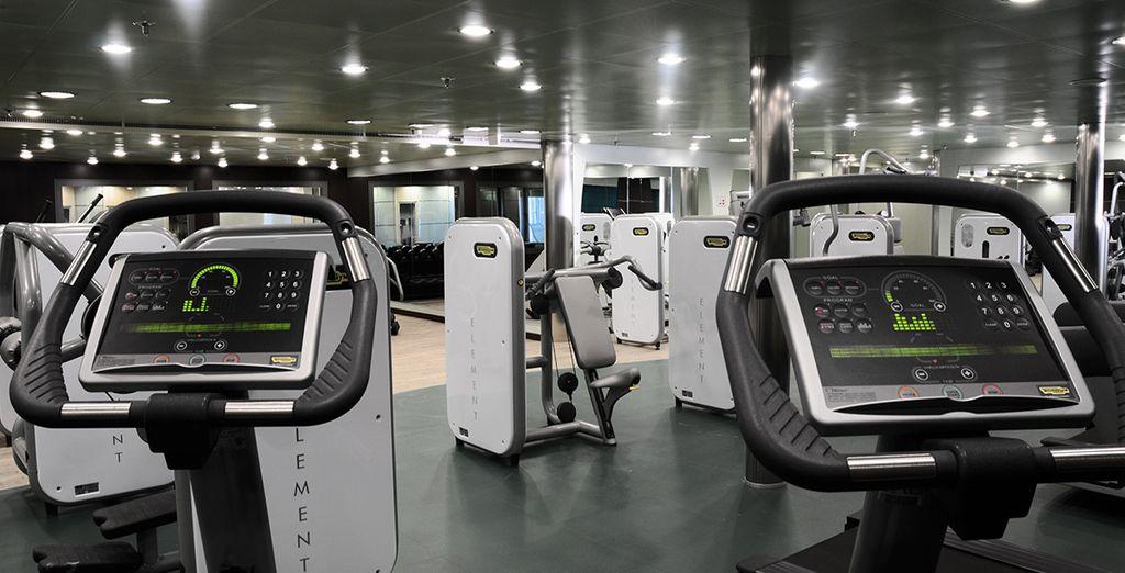 Manténgase en forma en el gimnasio