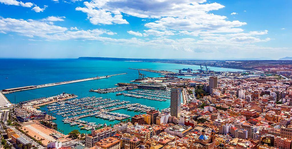 Acérquese a la vecina ciudad de Alicante