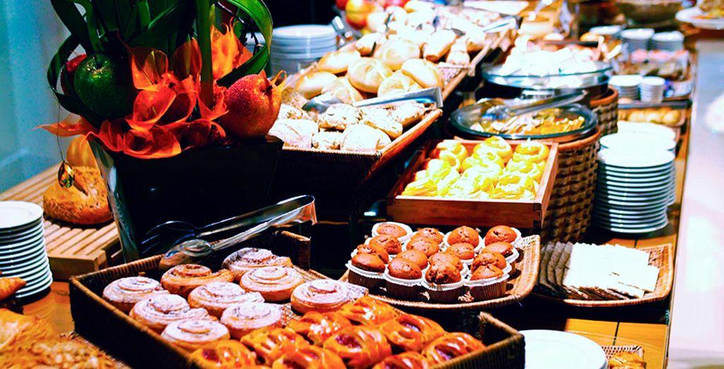 Disfrute de un desayuno completo y variado ...