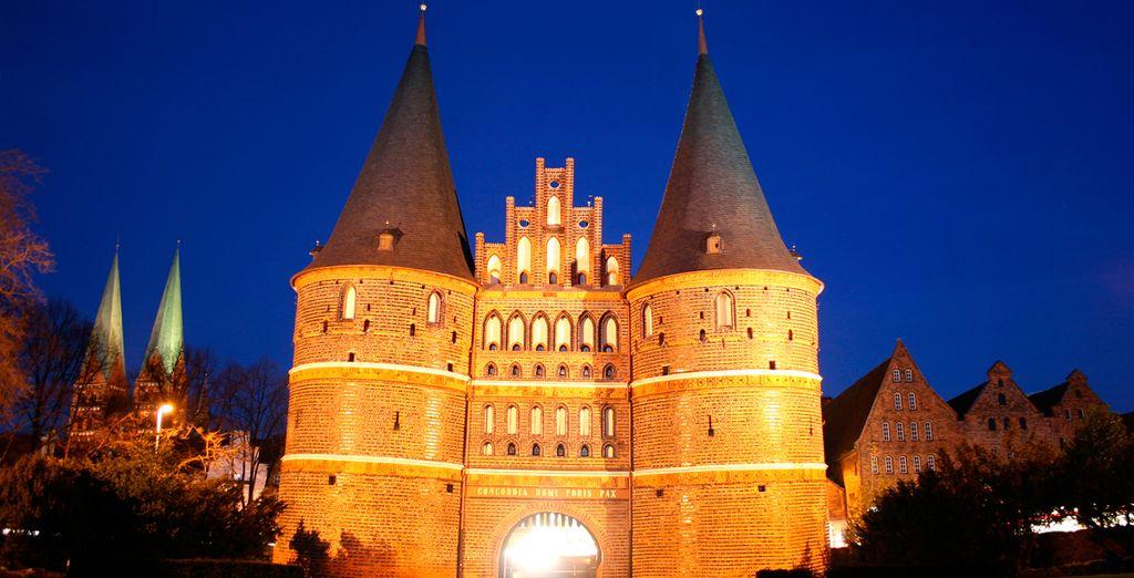 La Puerta Holsten de Lübeck, la reina de las ciudades de la liga hanseática