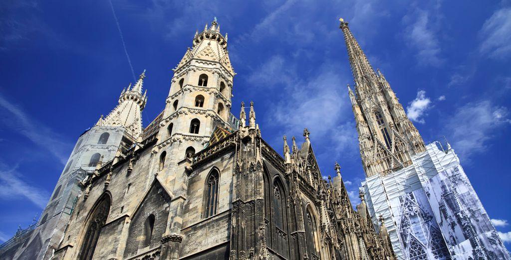 En pleno centro de la capital podrá visitar La Catedral de San Esteban