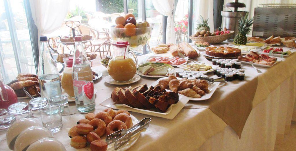 Tome fuerzas con el completo y rico desayuno matutino