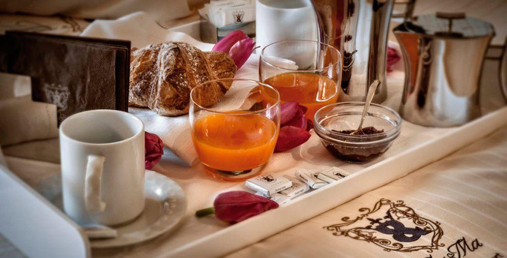 El desayuno buffet continental contiene huevos, cereales, yogur...