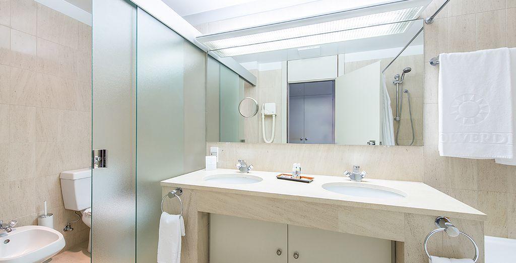 Los baños de las habitaciones son espaciosos y cómodos