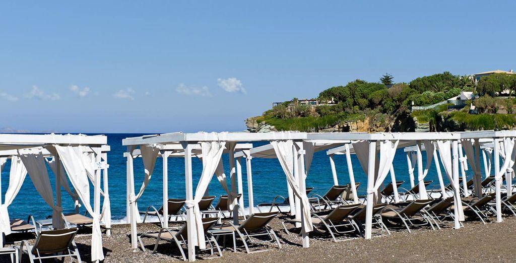 Venga a relajarse en estas fabulosos camas balinesas a primera línea de mar