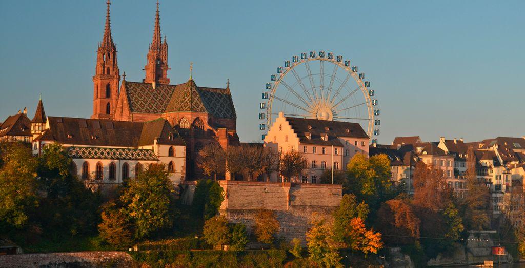 El perfil de la ciudad es dominado por imponentes torres de la Catedral de Basilea