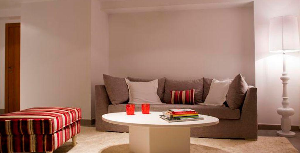 Una decoración moderna llena de comodidad el espacio