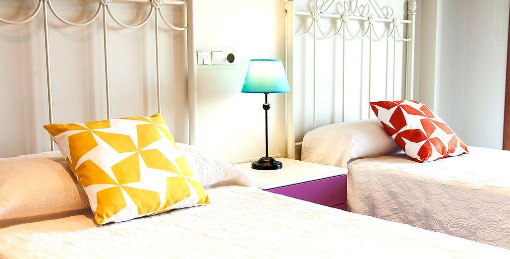 Amplias y modernas habitaciones donde descansar