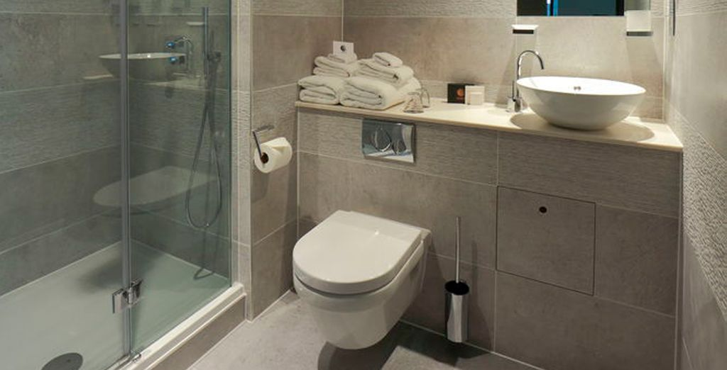 Con baños equipados hasta el último detalle