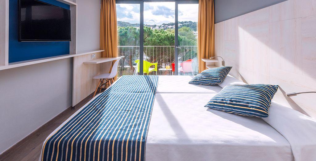 Descansa en tu habitación completamente equipada