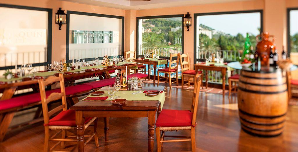 Degusta la mejor gastronomía mediterránea en sus restaurantes...