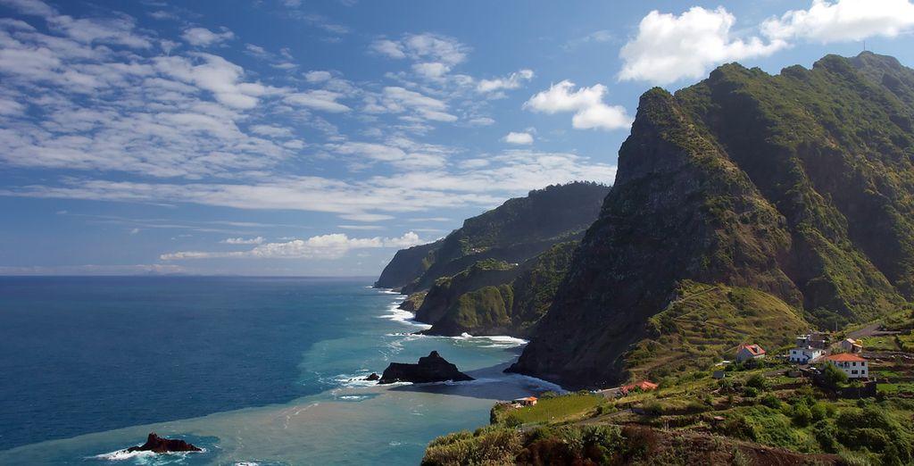 La isla de Madeira muestra un litoral abrupto de altos acantilados